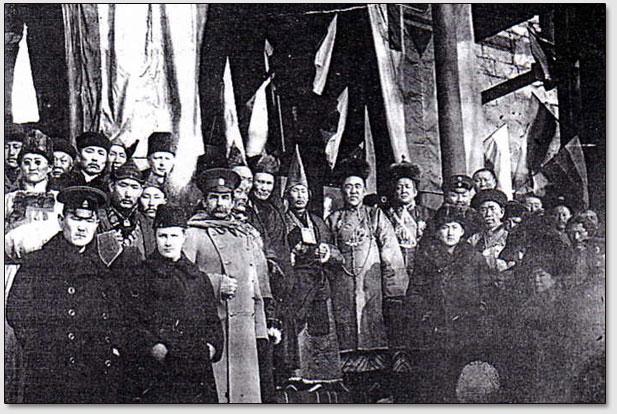 Первое буддистское богослужение в санкт-петербургском буддистском храме 21 февраля 1913 года в честь 300-летия династии Романовых.